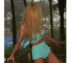 Crysta escort asiatique Gers